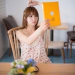 Yeon Da Bin tự sướng với máy tính bảng, Cô được mời làm người mẫu trong nhiều sự kiện giới thiệu sản phẩm mới của Samsung và LG tại Hàn Quốc