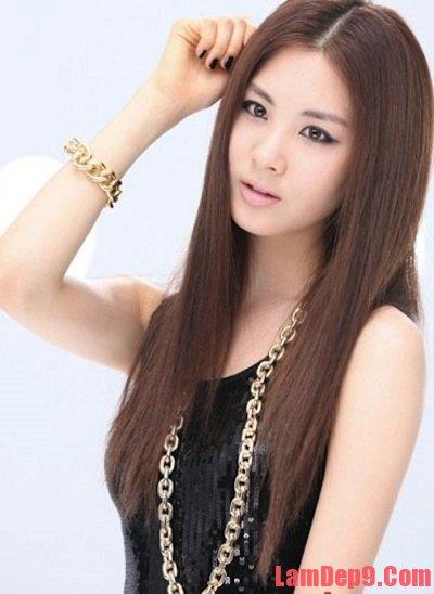 Tóc thẳng mượt cũng là 1 kiểu tóc đẹp cho người có khuôn mặt bầu