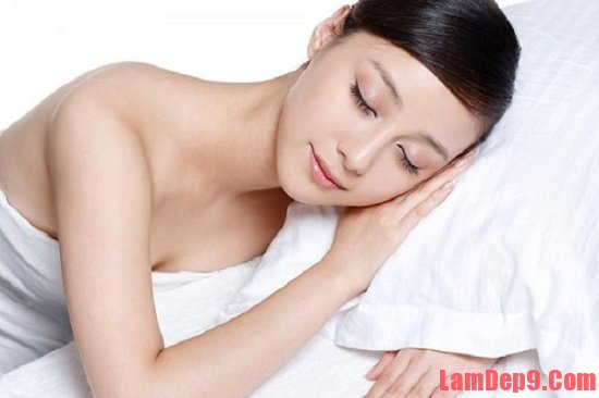 Ngủ đủ giấc là cách hạn chế da mặt bị nhờn